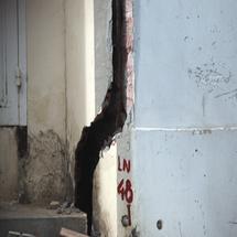 Vì sao tường nhà, tường rào bị nứt, xé?